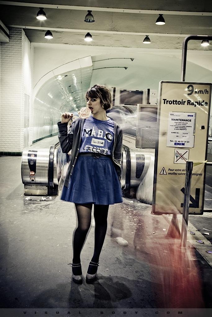 01 La sucette, Bambie dans le métro
