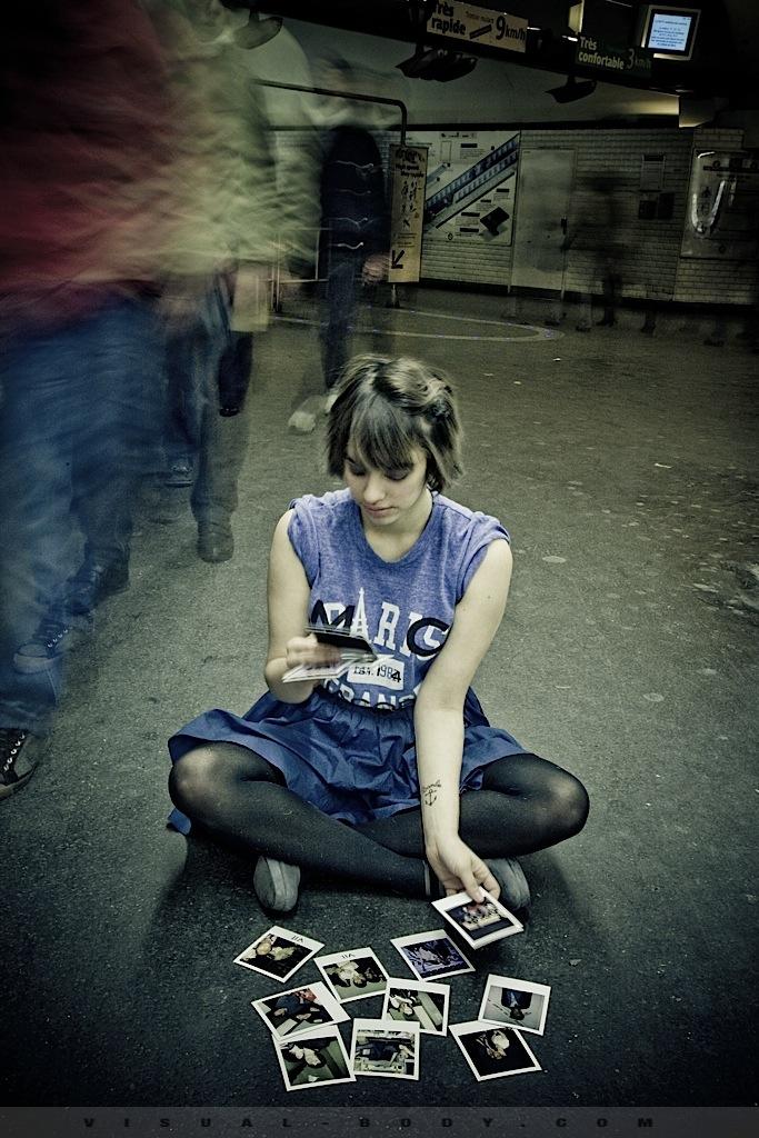 08 Les Polaroids, Bambie dans le métro