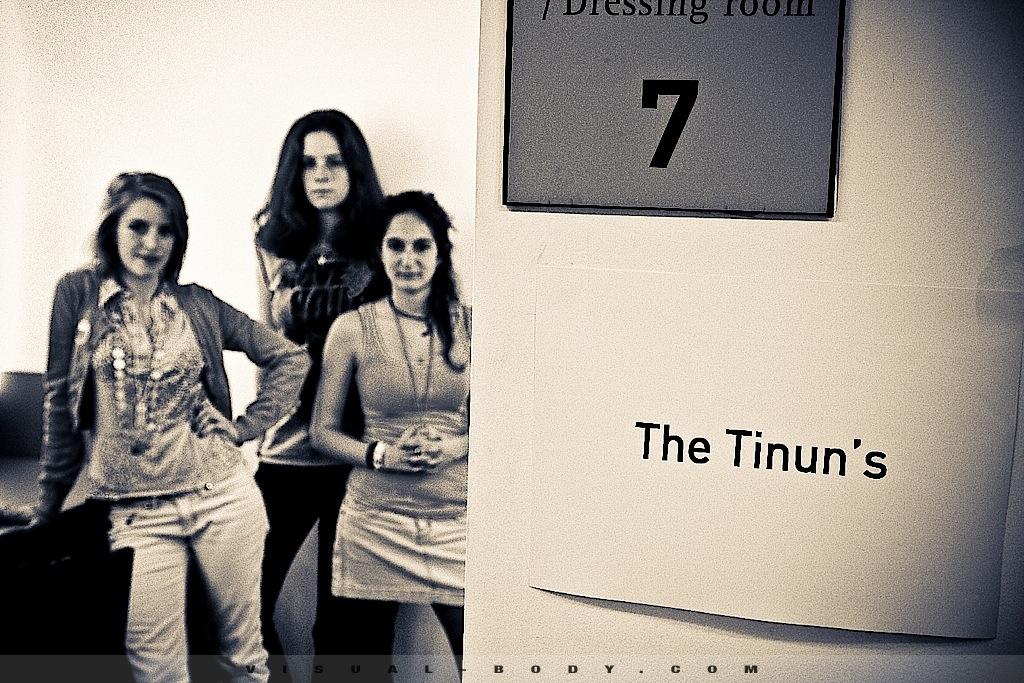 En backstage, The Tinun's