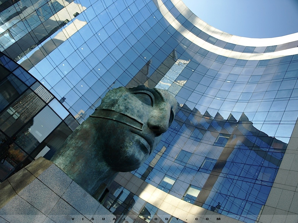 Tete de Bronze, la Défense, Paris